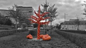 Der rote Baum vom Mariella Mosler. El árbol rojo de Mariella Mosler