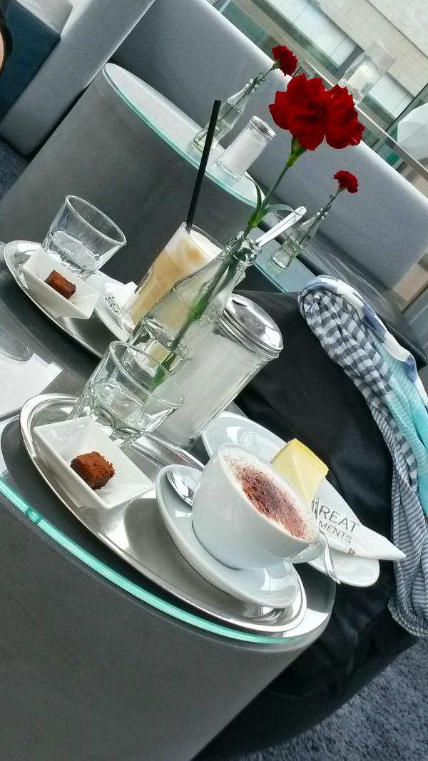 KaffeKuchen en el Cube Restaurant a partir de las 14:00h. Kleiner Schloßplatz 1, 70173 Stuttgart